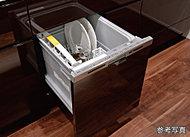 食器の出し入れがしやすいフルオープン型をビルトイン。一度に約5人分の食器を洗える容積で、低運転音。汚れの程度や食器量をセンサーが検知する省エネナビ運転なら、さらに節水・節電に寄与します。