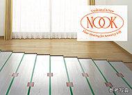 足元から部屋全体を心地よく暖房。温風がチリやホコリを巻き上げることもなく肌や喉の乾燥も抑えます。(リビング・ダイニングに標準装備)