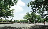 代々木公園 約1,420m(徒歩18分)