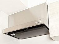 高級感漂うステンレス製レンジフードを採用。油煙もスムーズに排出する整流板を設けています。