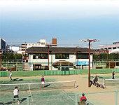 西院公園テニスコート 約350m(徒歩5分)