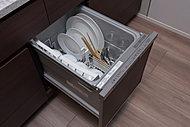 ボタン一つで洗い物も毎日が楽々。邪魔にならないキッチン天板下に食器洗い乾燥機を標準設置。