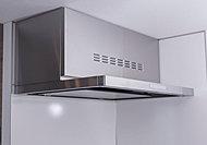 高性能なレンジフードは3段階の風量切替機能の他、照明も備えています。