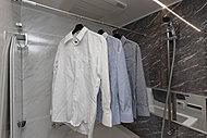 雨や雪など天気の悪い日の洗濯や、深夜帰宅後に洗濯が可能な暖房乾燥機を設置。