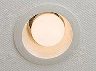 省エネ効果を期待できるLED照明を採用。長寿命なのでランニングコストの低減にも貢献します。