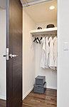 室内をすっきりさせるウォークインクロゼット。ハンガーパイプ付きで衣類・小物などを整理できます。
