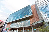 中央図書館 約1,400m(徒歩18分)