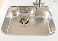 シンク裏に制振材を貼り、食器の洗浄時に、水はねや物の落下する音を軽減してくれます。