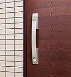 玄関ドアはキーシリンダーを2つ備えたダブルロック仕様。ピッキングなどによる住居への侵入防止に効果を発揮します。