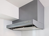 換気効率の高い整流板付きレンジフード。高品位ホーローを採用しているので、油汚れも簡単に拭き取れます。