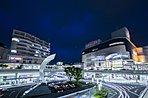 生駒駅北口側は、第1、第2、第4地区の再開発が終了。街路樹の植栽や無電柱化によって、景観も再整備され、より美しい街へと生まれ変わっている。