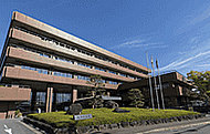 生駒市役所 約610m(徒歩8分)