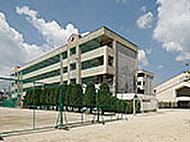 白岳中学校 約150m(徒歩2分)
