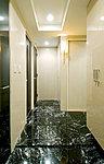 玄関床と上り框には、とくに邸宅の風格があふれる天然大理石を贅沢に用いました。※大理石貼廊下はオプションです。
