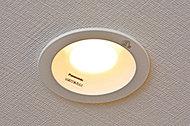 住戸内のダウンライトにはLED照明を採用。消費電力の削減や長寿命化を叶え、CO2排出量も削減します。
