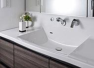 洗面化粧台のカウンタートップには人造大理石を採用。空間の美観にこだわった上質感漂う設えです。