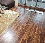 リビングに床暖房を標準装備(1ヶ所)。足元から部屋全体を優しく包みこみ、埃も舞い上がりません。