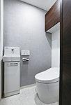 スマートなタンクレストイレは、清潔さにこだわった快適なウォシュレット付き。ハイブリットエコロジーシステムで節水効果があります。