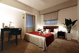 細心の美意識でデザインされたベッドルームは真の安らぎを生む演出が施されています。