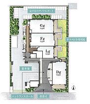 豊かさを育む、ゆとり重視の敷地計画。南側が街路に面して開放された恵まれた敷地。住棟は、南向き棟と東向き棟の2棟構成とし、独立性の高い角住戸を全体の50%も確保。