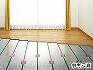 リビング・ダイニングには、TES温水床暖房を採用。ほこりやダニを巻き上げず、足元から優しくお部屋全体を暖めます。