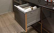使用水量を抑えながら多くの食器を洗浄・乾燥。食器を楽に出し入れできるビルトインの引き出しタイプです。