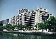 大阪市役所(本庁) 約860m(徒歩11分)