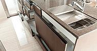 奥まで有効活用できるオールスライド式収納は、内部が見えやすく出し入れ簡単。スムーズに引き出せて優しく閉まるソフトクローズ仕様です。