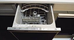 便利で衛生的な食器洗浄乾燥機を標準装備。食後の後片づけや、食器の整理も簡単です。