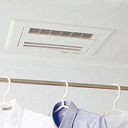 雨の日でも洗濯物が乾かせる「浴室換気暖房乾燥機」。冬は予備暖房機能で高齢者の方も安心です。