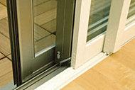 各居室の窓には、断熱性・防音性に優れた二重サッシを採用(開き窓はペアガラスサッシを採用)。冷暖房の効果を高め、外部の喧噪もシャットアウト。