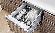 低騒音の引き出し式ビルトイン食器洗浄乾燥機を設置。洗いからすすぎ、乾燥まで、便利にスピーディに仕上がります。