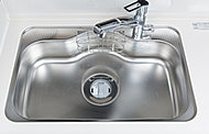 水はね音を低減する、静音仕様のシンクを採用。スポンジ等が置ける、便利な小物ポケット付です。