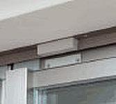 全住戸の玄関ドアおよび窓(一部除く)に、マグネットセンサーを装備。不正な侵入をチェックします。