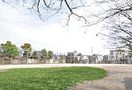 三津屋公園 約610m(徒歩8分)