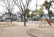 三津屋東公園 約230m(徒歩3分)