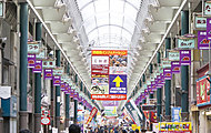 天神橋筋商店街 約570m(徒歩8分)