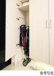 収納量豊かなトールタイプの玄関収納を採用。傘用収納スペースも備え、使い方によってはゴルフバックやベビーカー、ブーツも収納できます。