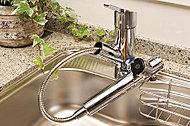 いつでも浄水されたクリーンな水が安心してご使用いただけ、シャワーヘッドを引き出して使える浄水器一体型のハンドシャワー水栓です。