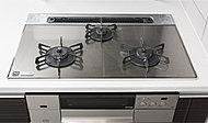汚れにくくお手入れが簡単なガラストップガスコンロ。料理に役立つ機能に加え、立消え防止装置など安全性も高めています。