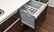 食器の後片付けがスピーディにできる食器洗い乾燥機。節水効果にも優れています。