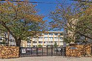 諏訪中学校 約620m(徒歩8分)