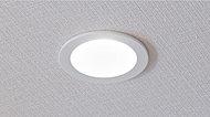 少ない消費電力で、長寿命のLED。居室をはじめ敷地内の全照明に採用しています。