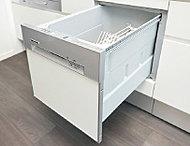 高温で清潔に洗い上げる食器洗い乾燥機を標準装備。食後の後片付けがグンとラクになります。
