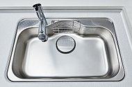 水がシンクにあたる音やスプーンの落下音なども制振構造により抑制。洗い物の音も低減できます。大きめのシンクは、大きな鍋などを洗う時に重宝します