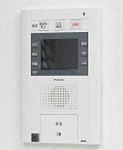 各住戸のモニターで来訪者を確認してから解錠ができるオートロックシステムを採用しました。