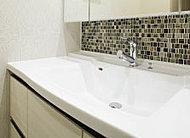 カウンターとボウルの間に継ぎ目がないため、汚れがたまりにくくお手入れが簡単。いつも清潔に保てます。