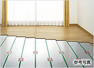お部屋のホコリを巻き上げない、頭寒足熱のクリーンな床暖房をリビング・ダイニングに標準装備しました。
