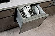 食事の後片付けに便利な食器洗い乾燥機を標準装備。家事の時間が短縮でき、手洗いに比べて節水も可能になります。
