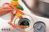 生ゴミをその場で粉砕処理しキッチン周りを清潔に保つディスポーザ※生ゴミの種類によっては処理できないものがあります。